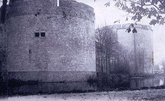 la tour aux poudres